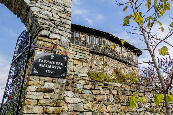 Backpack Nerd - Гложенски манастир и пещера Моровица през есента